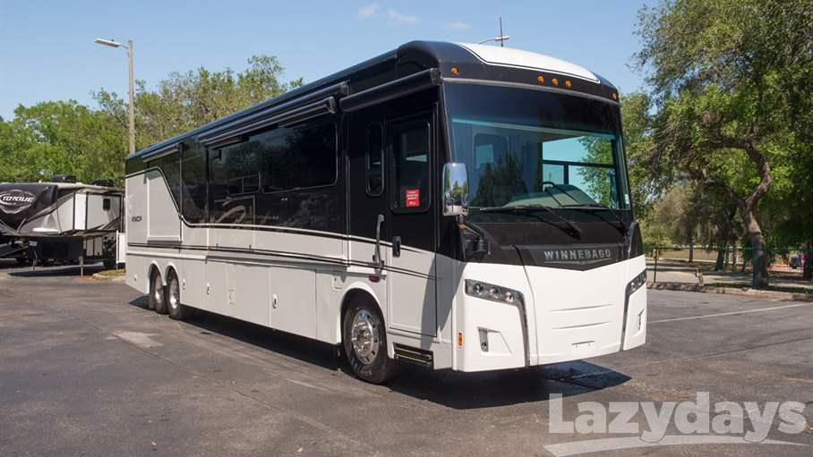 2018 Winnebago Horizon RV for sale in Tampa.