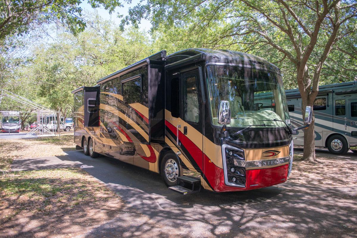 Entegra Coach 2019 Insignia 21023847
