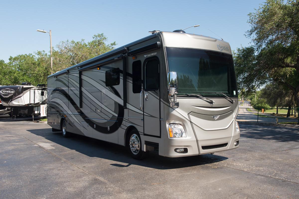 Fleetwood RV 2015 Discovery WU45786