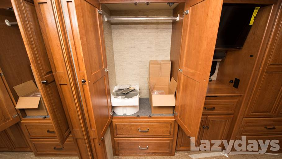 2017 Winnebago Tour 42QD