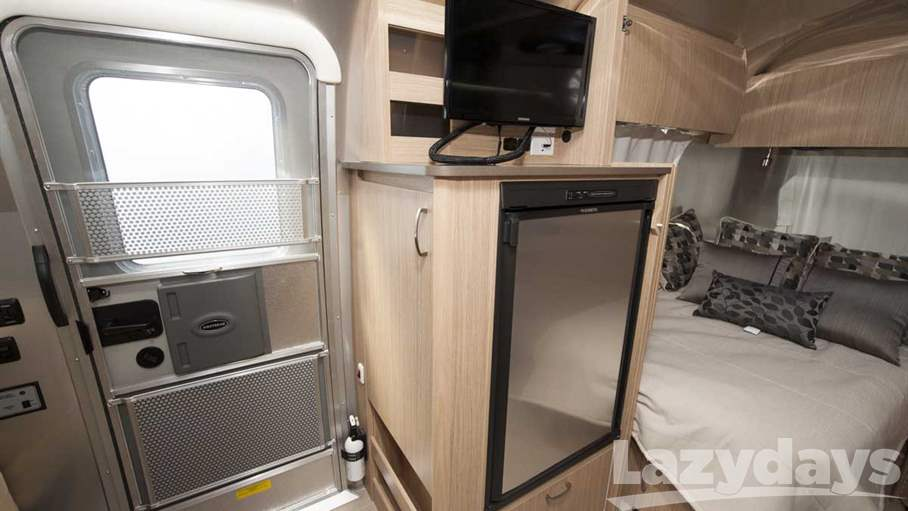 2017 Airstream Flying Cloud 19CNB