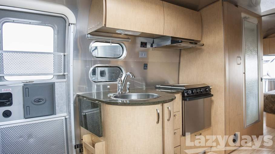2016 Airstream Flying Cloud 25RB