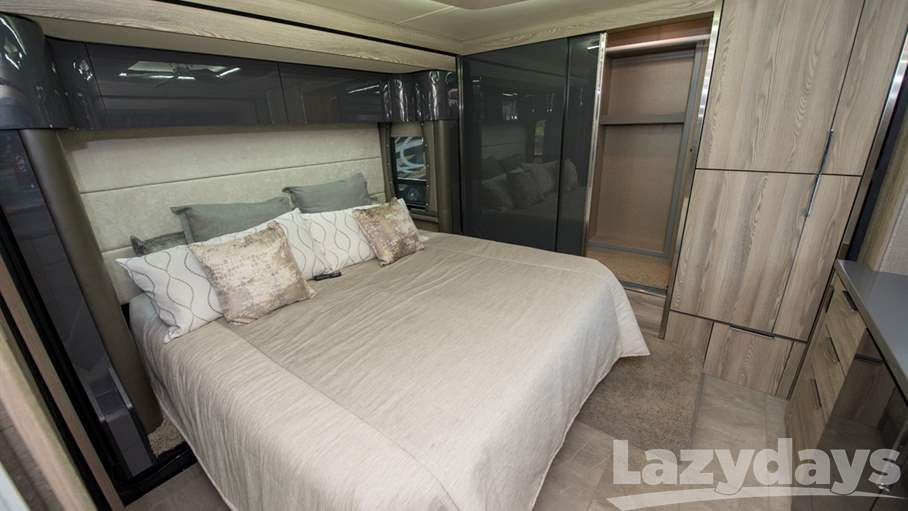 2018 Winnebago Horizon 40A
