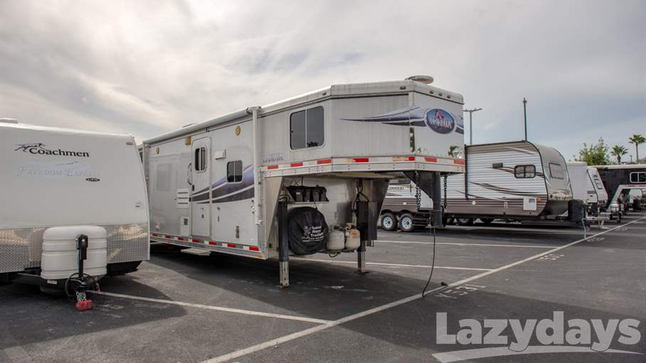 2010 Lakota 3 Horse Trailer