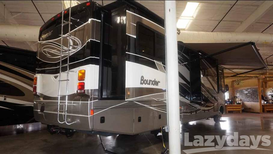 2015 Fleetwood RV Bounder 34T