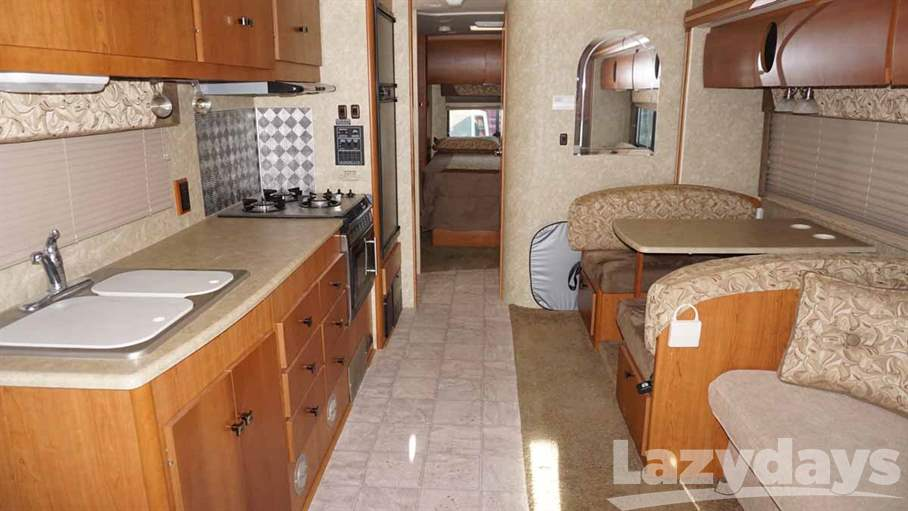 2008 Winnebago Outlook 31