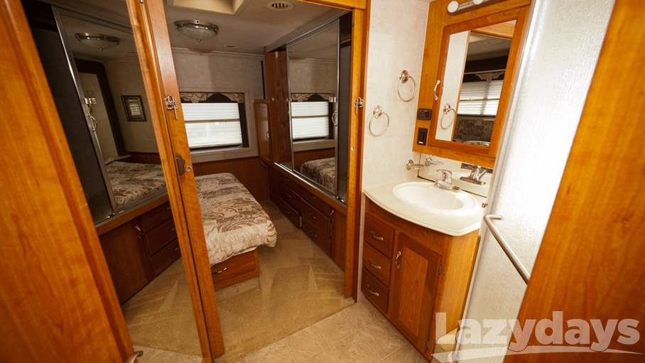 2005 National RV Dolphin 5320