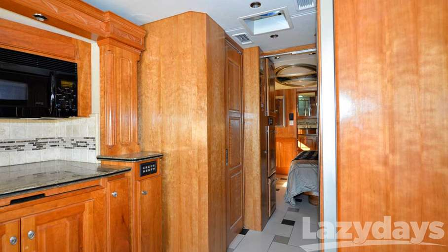 2009 Country Coach Magna 45 Donatello