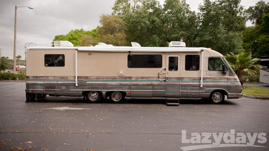 1990 Fleetwood RV Pace Arrow 34L,