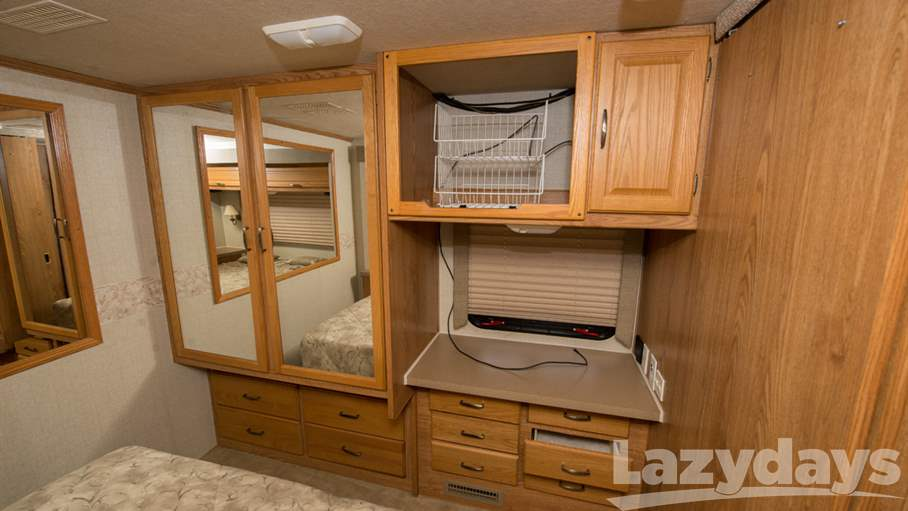 2005 Fleetwood RV Bounder 33R