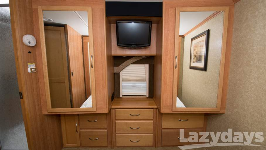 2009 Fleetwood RV Pace Arrow 38P