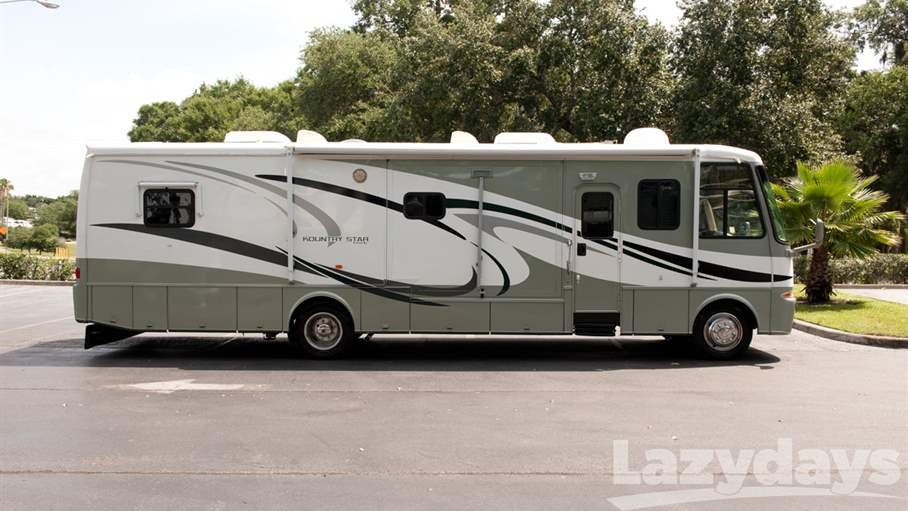 2005 Newmar Kountry Star 3742